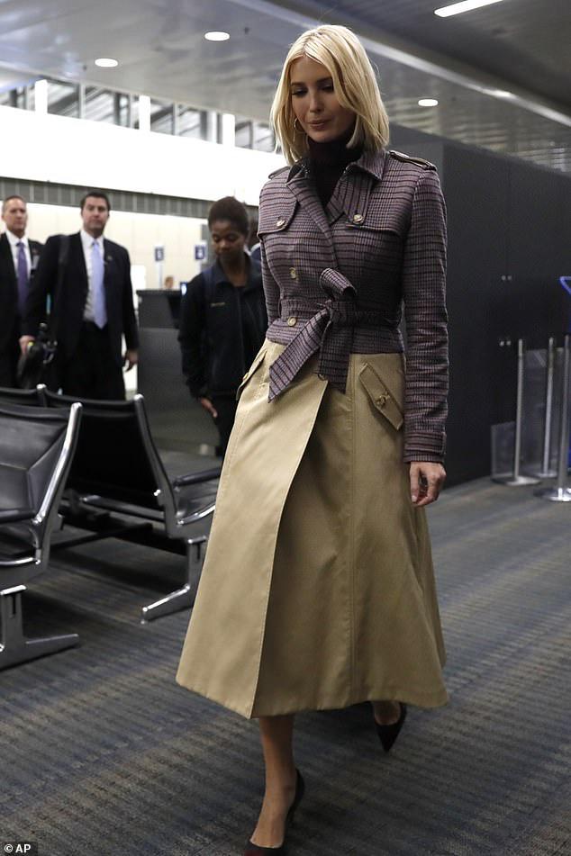 Ái nữ Tổng thống Trump biến sân bay thành sàn diễn khi diện set đồ sành điệu hơn 70 triệu đồng khoe eo thon dáng chuẩn - Ảnh 4.