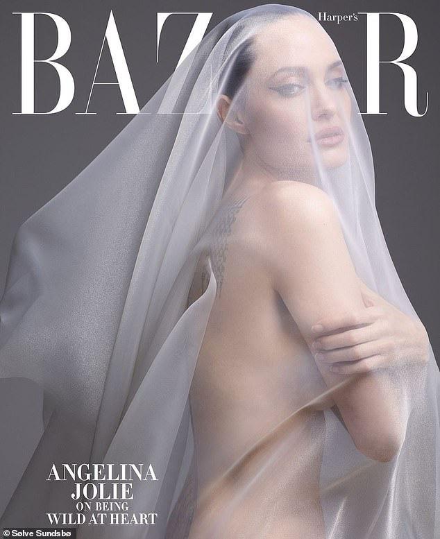 """""""Tiên hắc ám"""" Angelina Jolie gây sốc với loạt ảnh khỏa thân đốt mắt người nhìn, lần đầu chia sẻ về thỏa thuận ly hôn với Brad Pitt - Ảnh 3."""