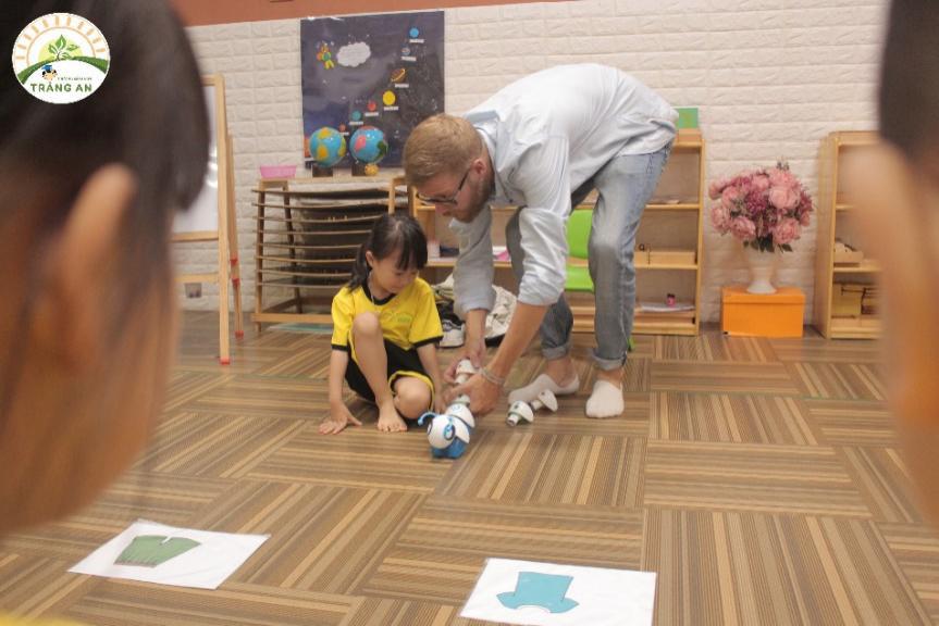 Phát triển tiềm năng cá nhân, rèn luyện khả năng Teamwork và kĩ năng giải quyết vấn đề cho trẻ từ những năm đầu đời - Ảnh 3.