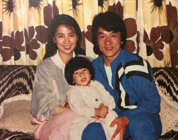 Mặt tối đời tư của Thành Long: Ngoại tình, bỏ rơi con cái, ngủ với hàng tá gái mại dâm và có hành động thân thiết quá đà với Châu Tấn, Kim Hee Sun - Ảnh 7.