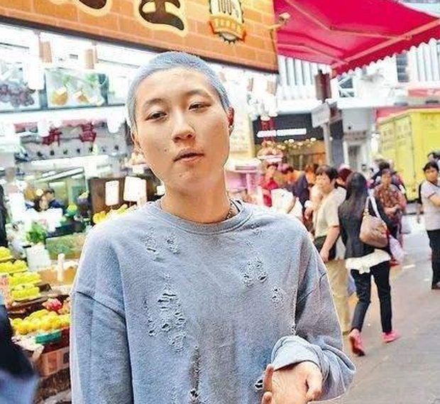 Mặt tối đời tư của Thành Long: Ngoại tình, bỏ rơi con cái, ngủ với hàng tá gái mại dâm và có hành động thân thiết quá đà với Châu Tấn, Kim Hee Sun - Ảnh 10.