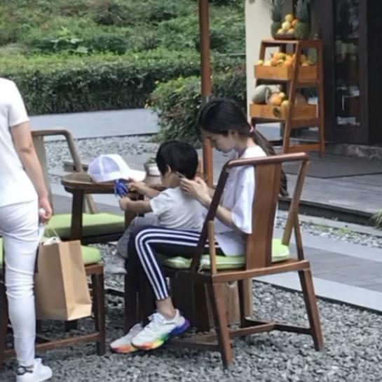 """Con trai Huỳnh Hiểu Minh gọi điện cổ vũ Angelababy: """"Mẹ thật lợi hại. Cố gắng kiếm tiền nha"""" - Ảnh 5."""
