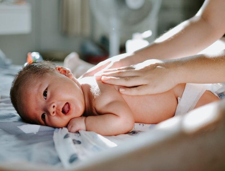 5 mẹo đơn giản bố mẹ nên làm để giúp trẻ sơ sinh khỏe mạnh - Ảnh 3.