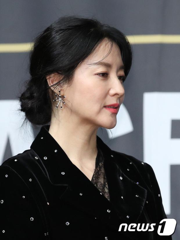 """""""Nàng Dea Jang Geum"""" Lee Young Ae lộ nếp nhăn lão hóa, mặt chảy sệ nhưng khí chất nữ thần vẫn không ai có thể vượt qua  - Ảnh 3."""