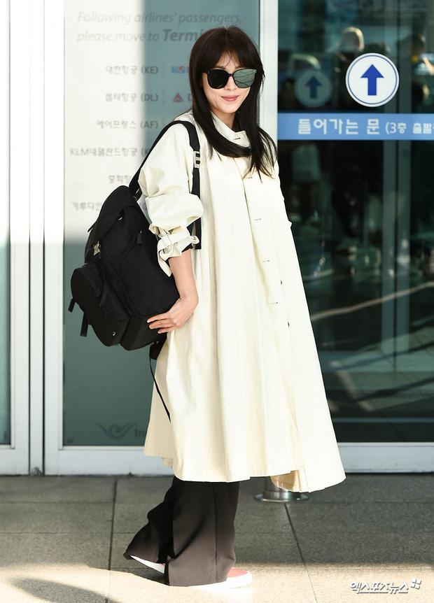 """Cuộc đọ sắc không khoan nhượng tại sân bay Hàn Quốc sáng nay: """"Hoàng hậu Ki"""" Ha Ji Won thần thái ngút ngàn lên đường sang Việt Nam, dàn idols trẻ toàn mỹ nam mỹ nữ - Ảnh 5."""