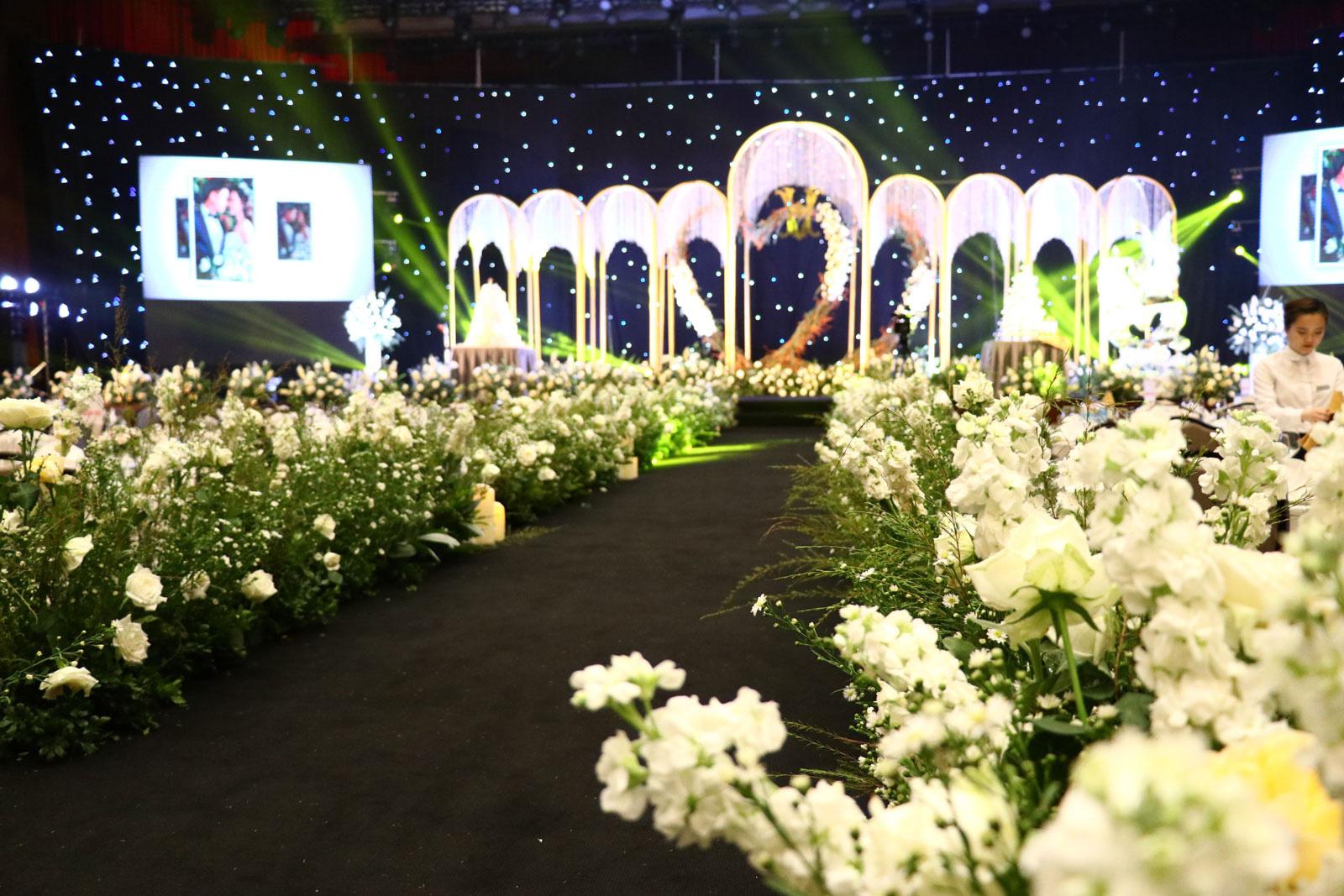 Không gian tiệc cưới như cổ tích tại FLC Hạ Long- Khách sạn Hội nghị hàng đầu châu Á - Ảnh 4.
