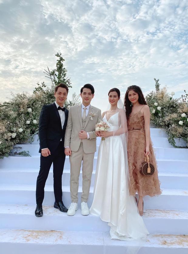 Đám cưới Đông Nhi: Khách mời lên đồ đúng chuẩn dress code nhưng vẫn không thể lường trước được tình huống hi hữu xảy ra - Ảnh 1.