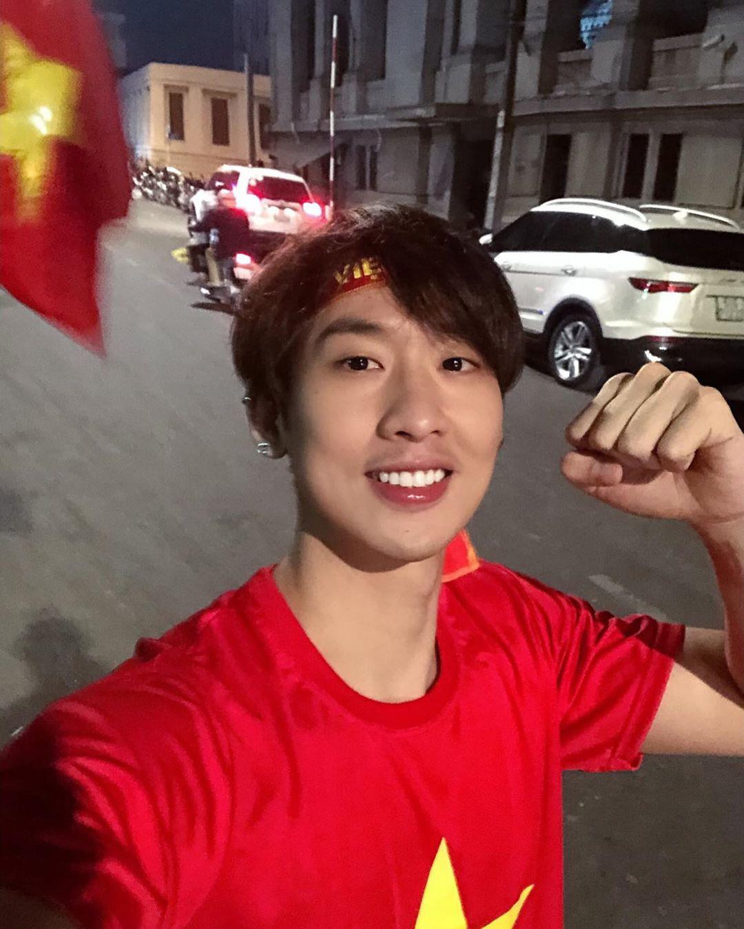 Cả dàn sao Việt nhuộm đỏ mạng xã hội khi cùng diện áo đỏ mừng chiến thắng của đội tuyển Việt Nam - Ảnh 7.
