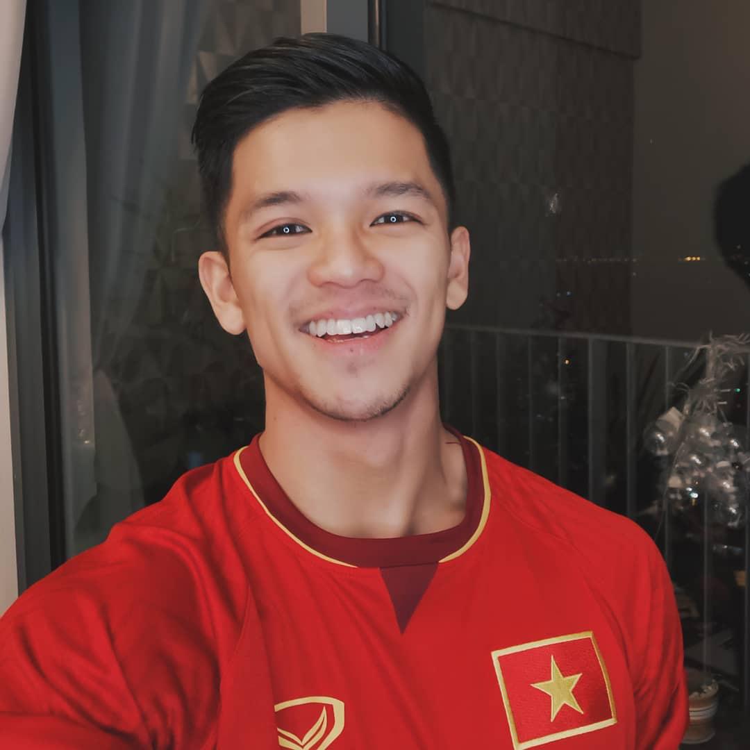 Cả dàn sao Việt nhuộm đỏ mạng xã hội khi cùng diện áo đỏ mừng chiến thắng của đội tuyển Việt Nam - Ảnh 8.