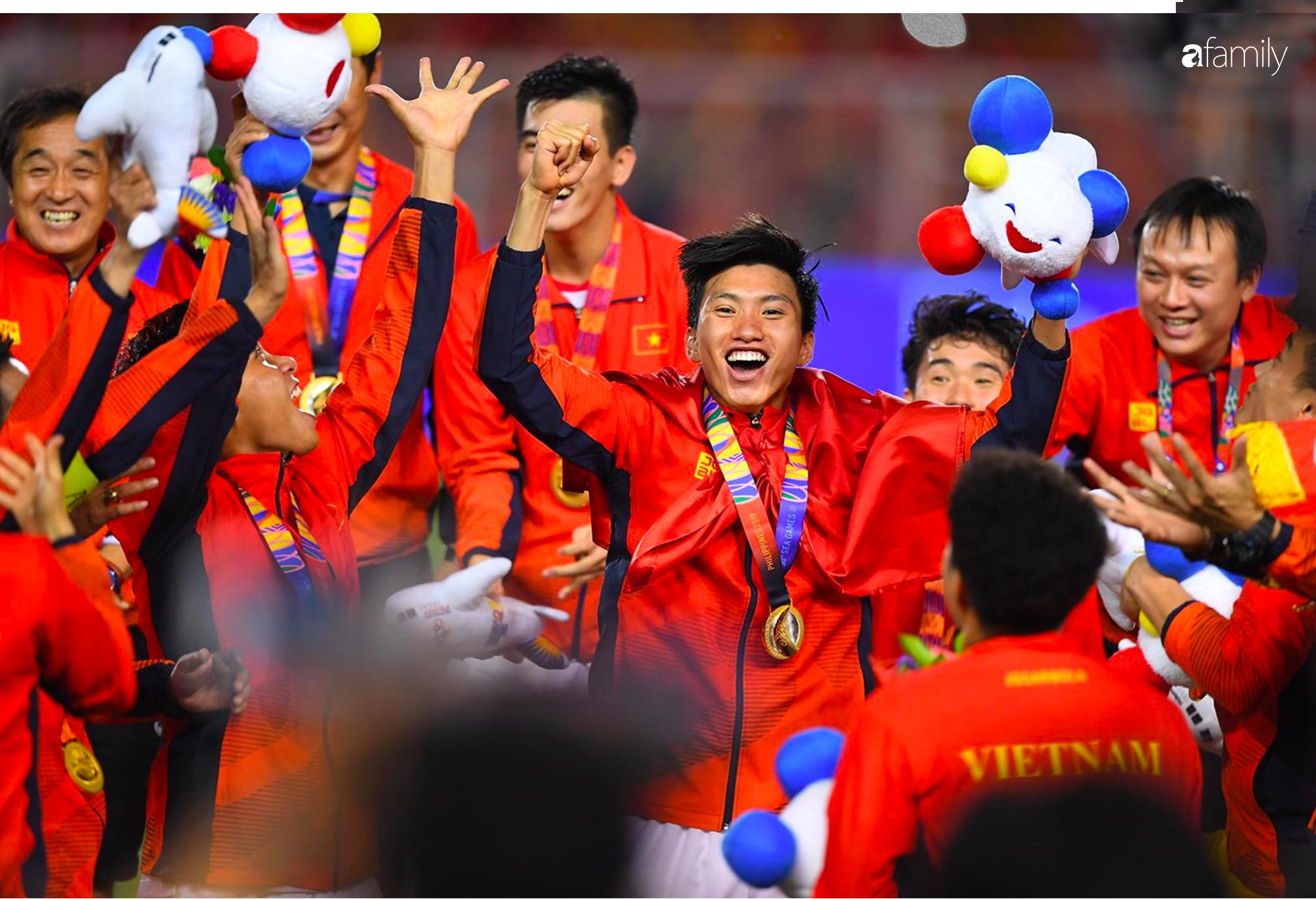 Song hỷ của bóng đá Việt và giấc mơ Vàng 60 năm trở thành sự thật: Không có Lọ Lem hay Thánh Gióng, chỉ có mồ hôi, nước mắt và sự tận hiến - Ảnh 11.