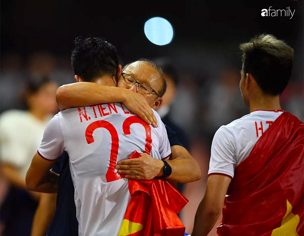 Song hỷ của bóng đá Việt và giấc mơ Vàng 60 năm trở thành sự thật: Không có Lọ Lem hay Thánh Gióng, chỉ có mồ hôi, nước mắt và sự tận hiến - Ảnh 10.