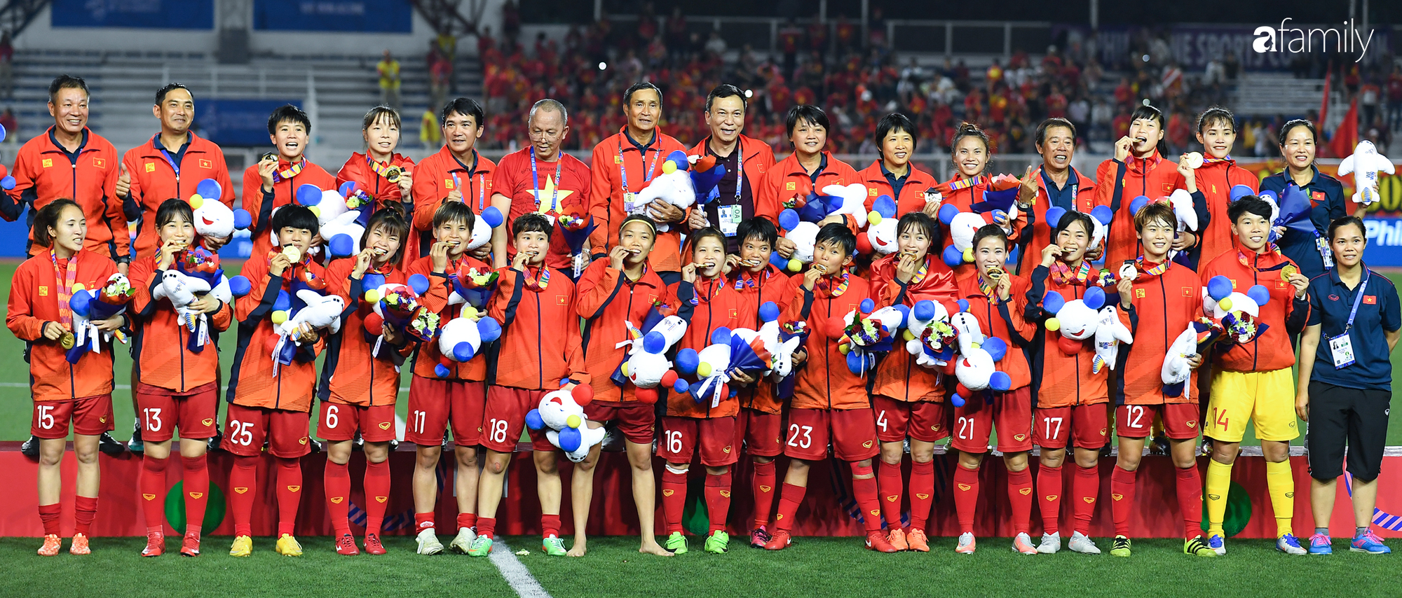 Song hỷ của bóng đá Việt và giấc mơ Vàng 60 năm trở thành sự thật: Không có Lọ Lem hay Thánh Gióng, chỉ có mồ hôi, nước mắt và sự tận hiến - Ảnh 7.