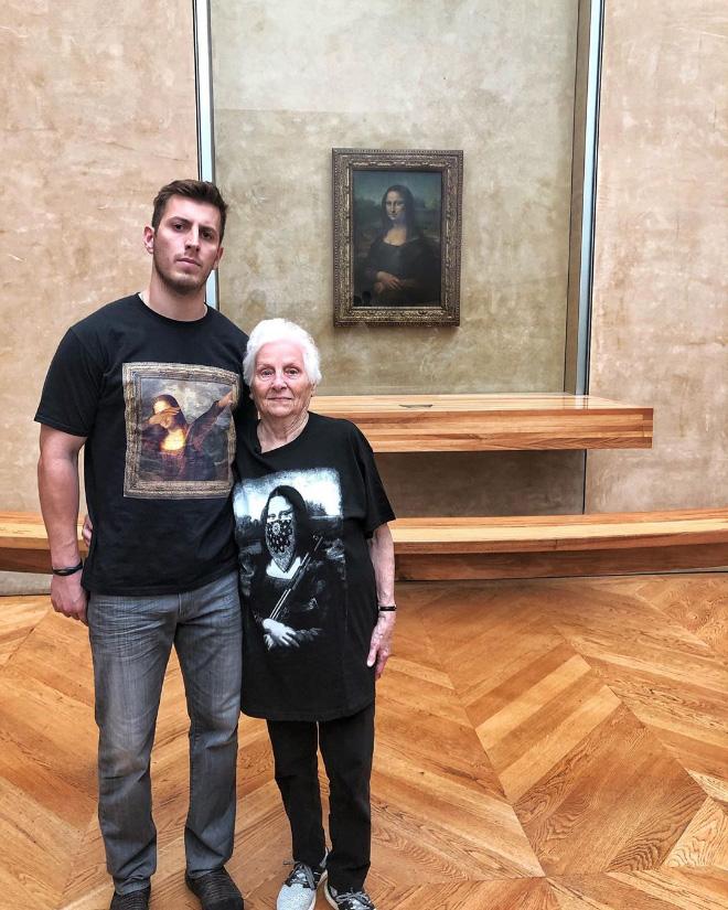 """Cụ bà 93 tuổi và cháu trai bất ngờ nổi tiếng mạng xã hội vì cách ăn mặc và biểu cảm """"lầy lội"""" - Ảnh 9."""