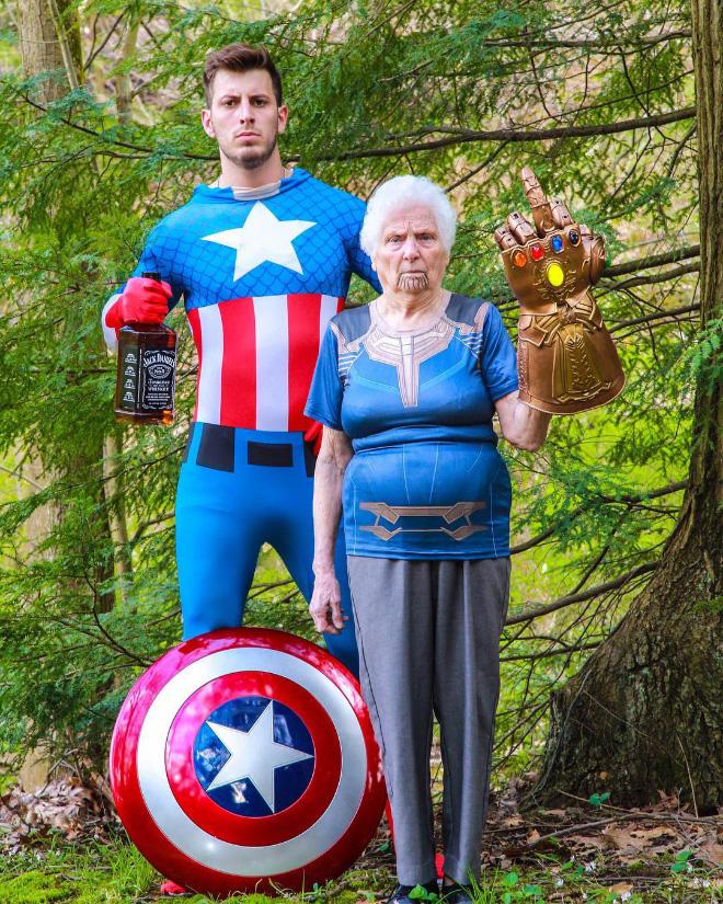 """Cụ bà 93 tuổi và cháu trai bất ngờ nổi tiếng mạng xã hội vì cách ăn mặc và biểu cảm """"lầy lội"""" - Ảnh 3."""