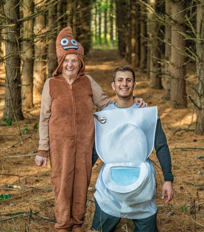 """Cụ bà 93 tuổi và cháu trai bất ngờ nổi tiếng mạng xã hội vì cách ăn mặc và biểu cảm """"lầy lội"""" - Ảnh 11."""