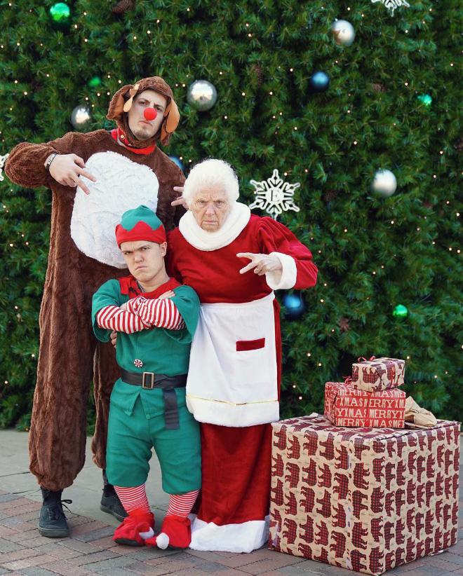 """Cụ bà 93 tuổi và cháu trai bất ngờ nổi tiếng mạng xã hội vì cách ăn mặc và biểu cảm """"lầy lội"""" - Ảnh 7."""