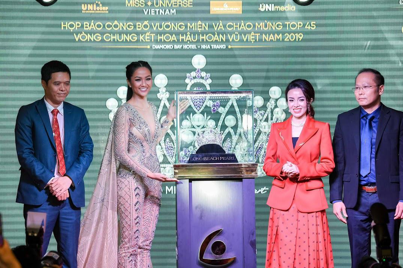 Vương miện vô giá Brave Heart Hoa Hậu Hoàn Vũ Việt Nam 2019 được thực hiện trong 06 tháng - Ảnh 3.