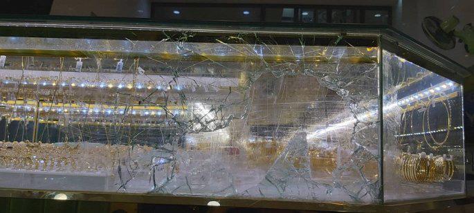 Tiệm vàng bị trộm vì ông chủ mải xem U22 Việt Nam đá với Indonesia - Ảnh 2.