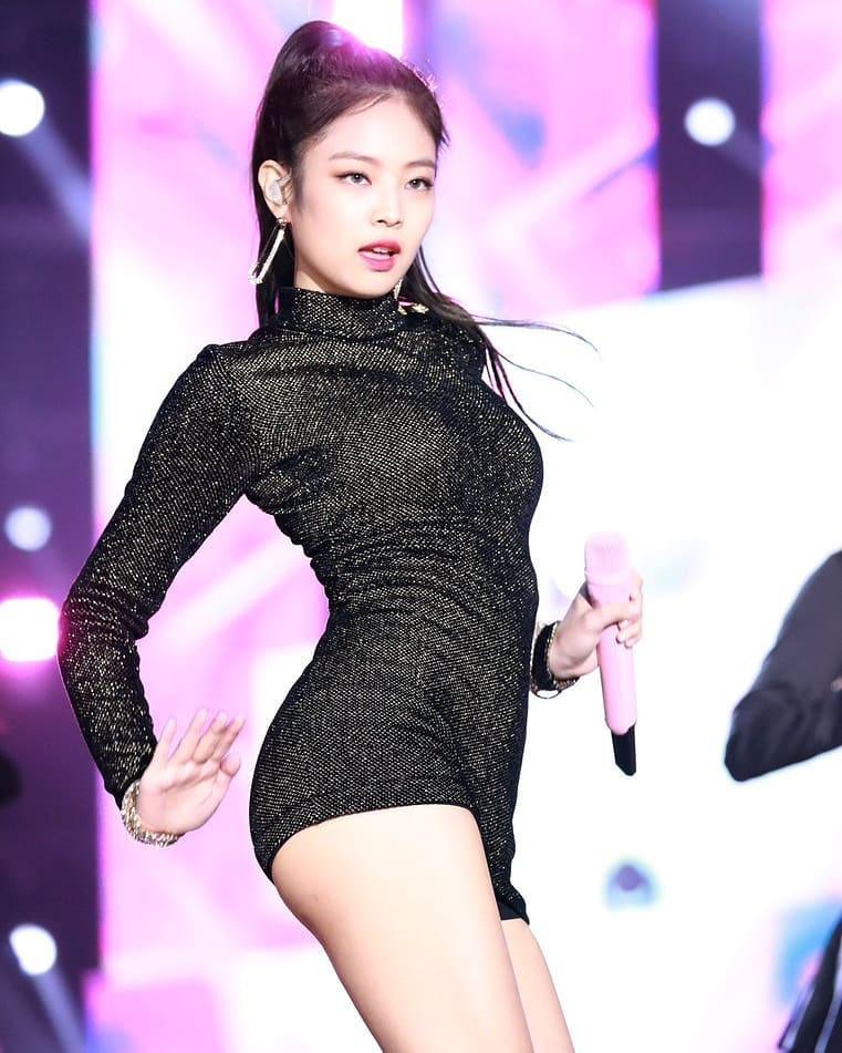Được stylist chăm sóc tận răng nhưng Jennie cũng không thiếu những lần diện quần ngắn cũn cỡn chỉ trực lộ vòng 3  - Ảnh 1.