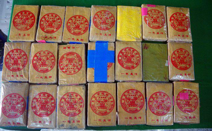 Phát hiện thêm 21 bánh nghi heroin trôi dạt vào bãi biển Thừa Thiên - Huế - Ảnh 1.