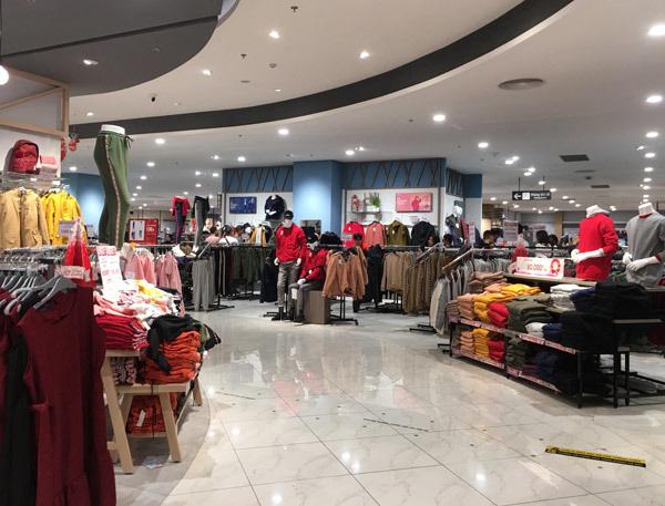 Thất vọng Aeon Mall Hà Đông, khai trương rồi hàng đóng cửa im lìm - Ảnh 6.