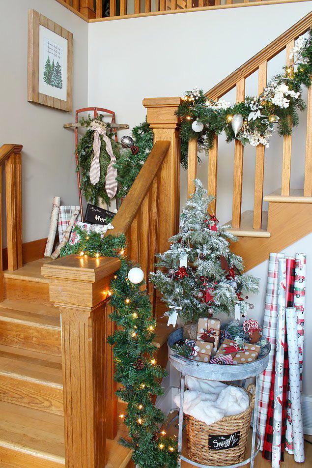 Mang vẻ đẹp hoàn hảo cho cầu thang dịp Giáng sinh nhờ lựa chọn đồ trang trí đúng điệu - Ảnh 5.