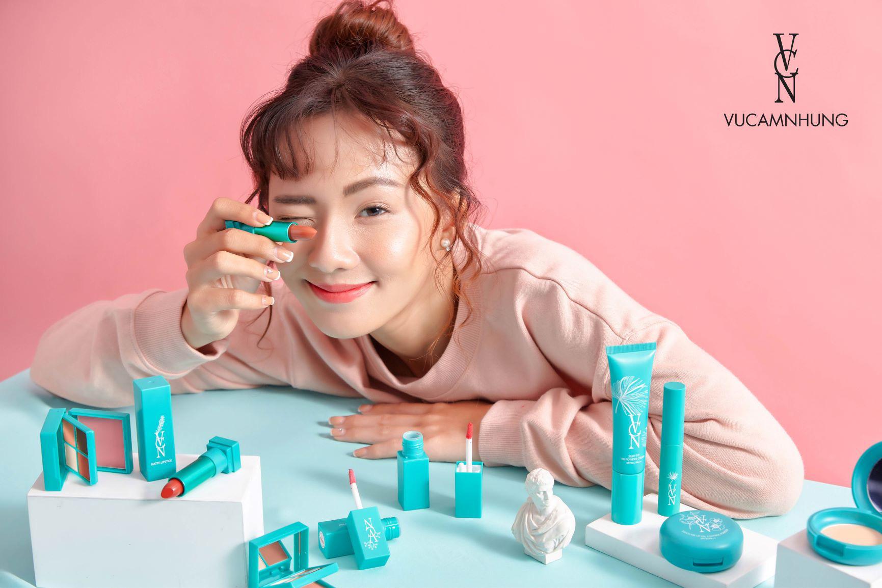 """Sản phẩm make up mới của Vũ Cẩm Nhung hứa hẹn """"khuynh đảo"""" giới trẻ - Ảnh 2."""