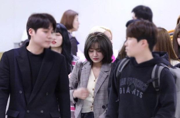 Hệ quả của Jihyo (TWICE) khi cặp kè với Kang Daniel: Bị antifan ném đá, đến khi rộ tin chia tay phải òa khóc vì quá áp lực - Ảnh 6.
