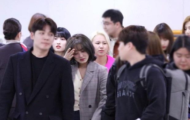 Hệ quả của Jihyo (TWICE) khi cặp kè với Kang Daniel: Bị antifan ném đá, đến khi rộ tin chia tay phải òa khóc vì quá áp lực - Ảnh 7.