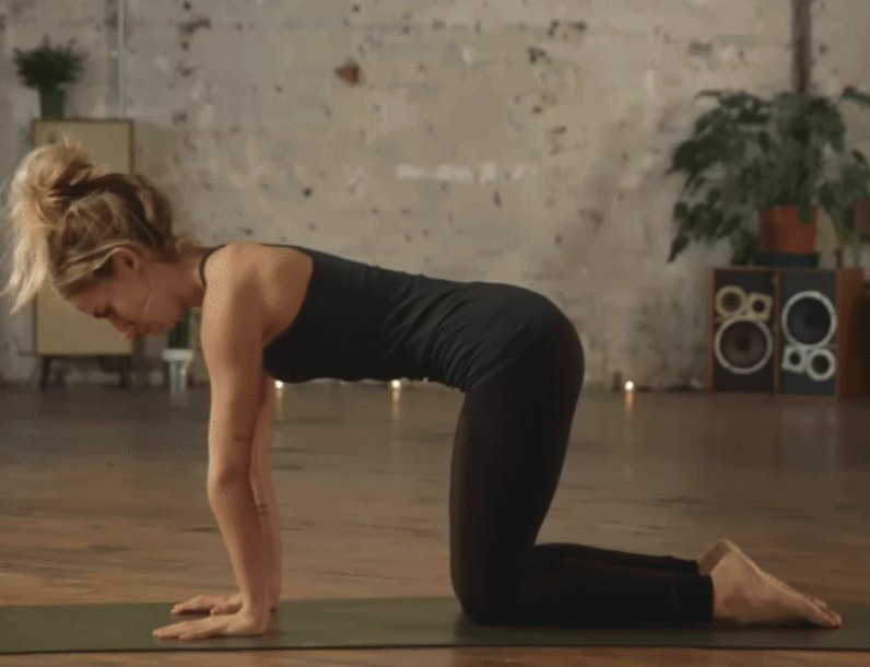 Học người Nhật bí quyết giảm 4kg trong 1 tháng, thu nhỏ thêm 10cm vòng eo nhờ bài tập yoga quen thuộc - Ảnh 4.