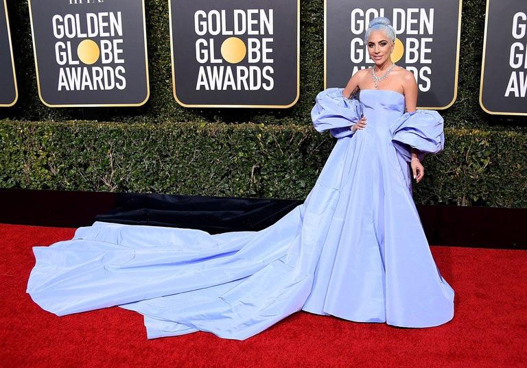 """Meghan Markle """"vượt mặt"""" chị dâu Kate trong cuộc chiến mặc đẹp năm 2019 do Vogue Anh bình chọn - Ảnh 4."""