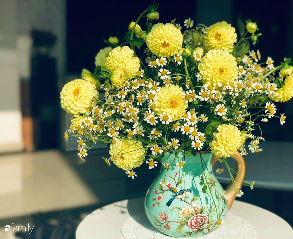 Ngày đầu năm ghé thăm những góc nhỏ dịu dàng sắc hoa trong căn nhà ấm cúng của bà mẹ trẻ Hà Nội - Ảnh 19.