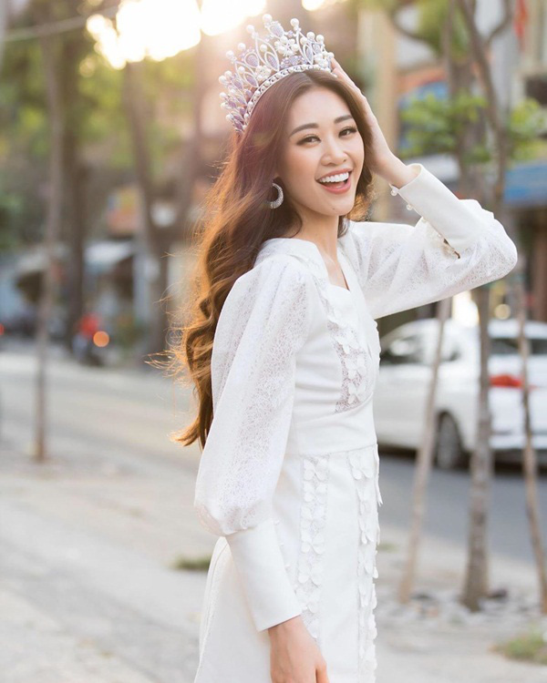Hoa hậu Khánh Vân - Lương Thùy Linh đụng hàng một thiết kế váy: Chỉ một chi tiết rất nhỏ vẫn thể hiện sự cao tay của hai nàng tân Hậu - Ảnh 2.