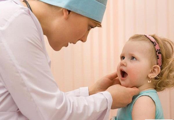 Phú Thọ: Sau điều trị viêm họng, trẻ 4 tuổi bỗng mắc bệnh hiếm với tỉ lệ mắc chỉ từ 1-2 trường hợp/100.000 người - Ảnh 3.