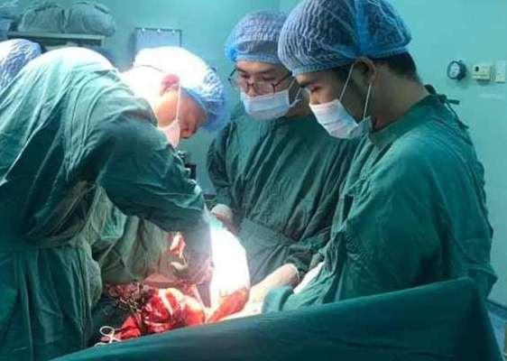 3 bệnh viện hợp sức cứu sống sản phụ đã chết lâm sàng - Ảnh 2.