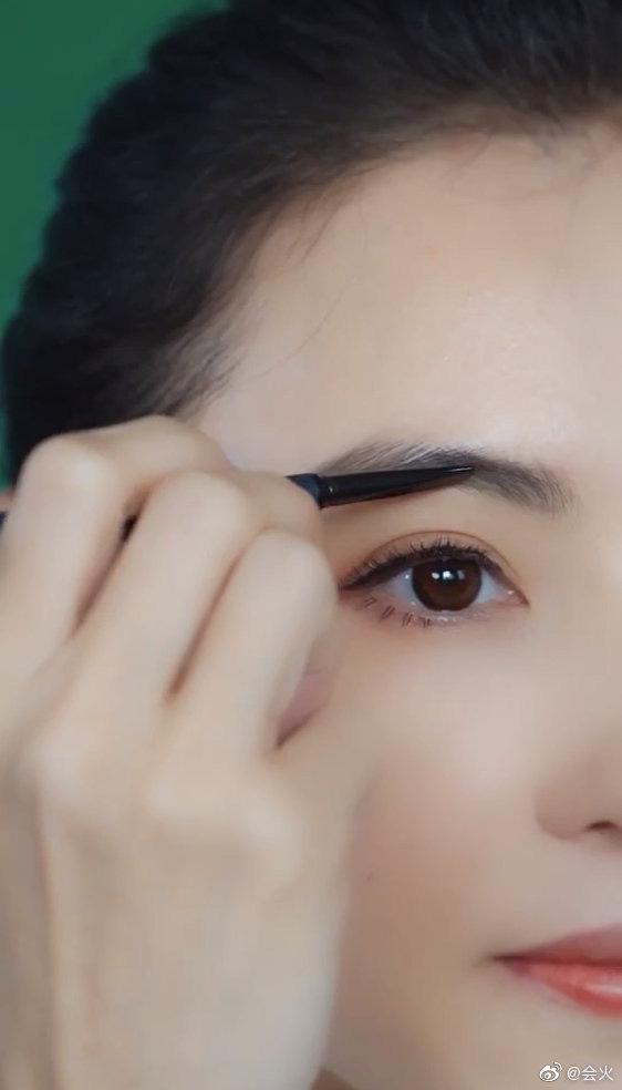 """Trương Bá Chi """"gây bão"""" khi makeup theo phong cách từ chục năm trước: Chẳng hề lỗi thời mà còn chứng minh nhan sắc lão hóa ngược - Ảnh 2."""