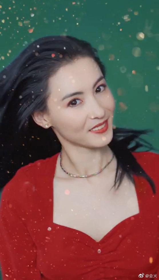 """Trương Bá Chi """"gây bão"""" khi makeup theo phong cách từ chục năm trước: Chẳng hề lỗi thời mà còn chứng minh nhan sắc lão hóa ngược - Ảnh 7."""