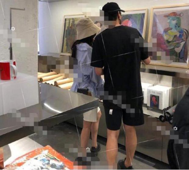 Dương Mịch lộ bằng chứng hẹn hò trai trẻ Ngụy Đại Huân khi cùng đội chung mũ, đi chung giày - Ảnh 7.