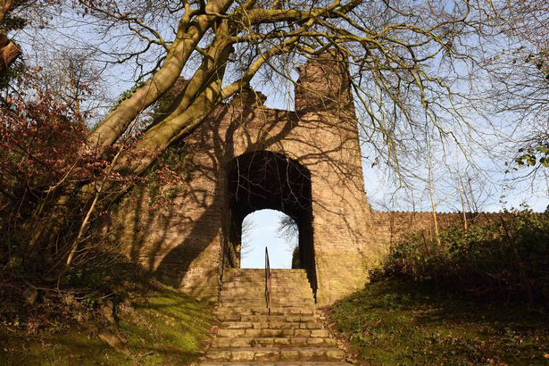 0pay-holy-spirit-couple-capture-ghost-of-monk-in-picture-next-to-archway-that-leads-to-haunted-castle-15756921847031011538092.jpg