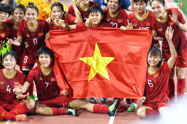 Đội tuyển bóng đá nữ Việt Nam nhận thưởng gần 10 tỷ sau khi thắng Thái Lan, giành HCV SEA Games - Ảnh 2.