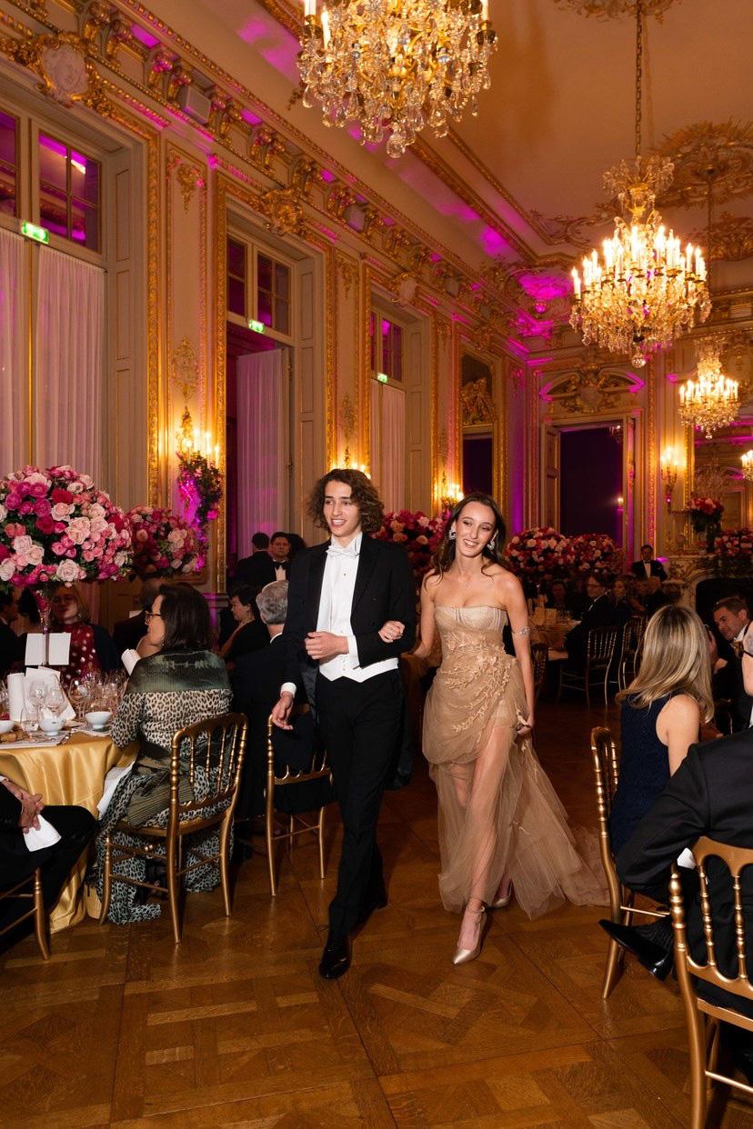 Hội tiểu thư nhà siêu giàu thế giới lên đồ đi dự tiệc xa hoa, ai cũng váy áo lộng lẫy đến choáng ngợp - Ảnh 13.