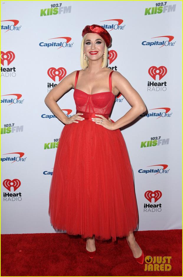 Thảm đỏ Jingle Ball 2019: Katy Perry đánh phấn quá lố, Camila Cabello xinh đẹp như công chúa tóc mây - Ảnh 2.