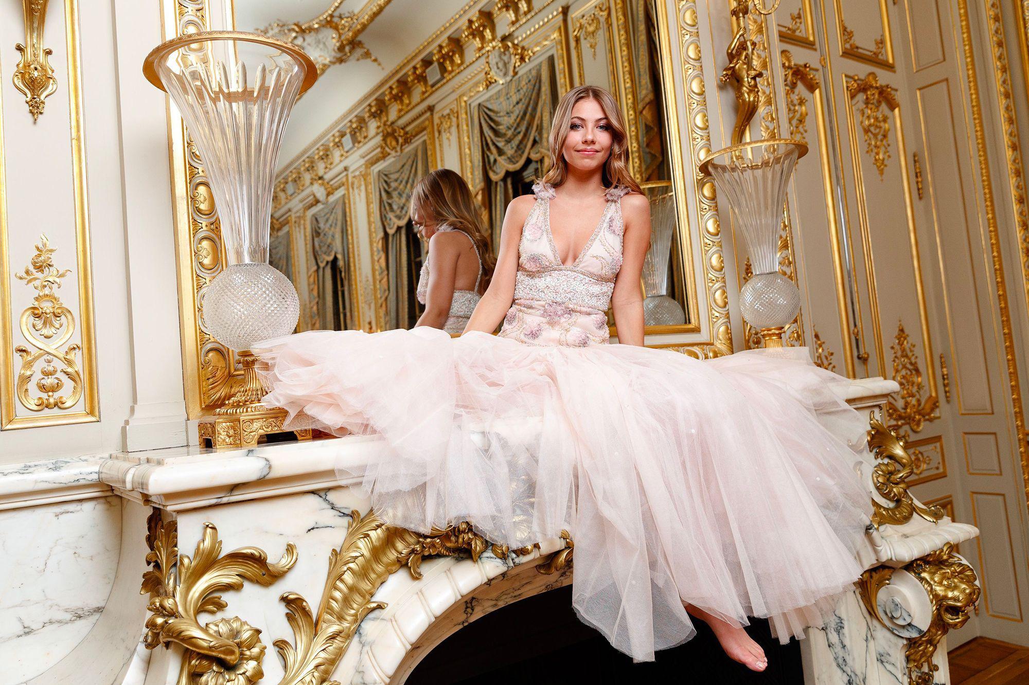 Hội tiểu thư nhà siêu giàu thế giới lên đồ đi dự tiệc xa hoa, ai cũng váy áo lộng lẫy đến choáng ngợp - Ảnh 8.