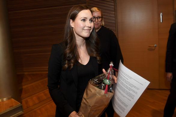 Nữ thủ tướng trẻ nhất Phần Lan gây sốt dư luận: Một bà mẹ bỉm sữa xinh đẹp không tỳ vết cùng góc khuất gia đình ít ai biết - Ảnh 1.