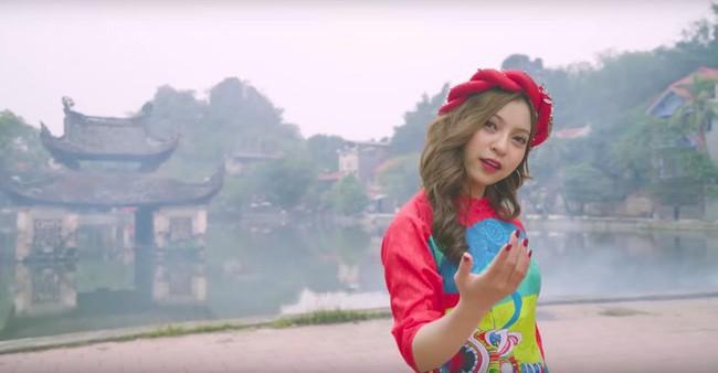 Giữa lúc bạn gái bị chê bai giọng hát, Quang Hải bất ngờ khoe giọng với ca khúc Người ấy và cái kết - Ảnh 2.