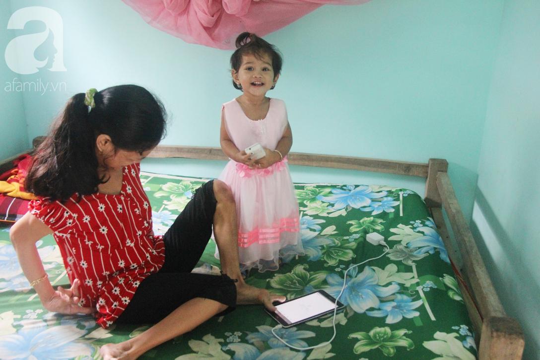 ẢNH: Cảm động chuyện người mẹ điên khum người rồi ú ớ cười đùa cùng đứa con gái nhỏ 15 tháng tuổi - Ảnh 6.