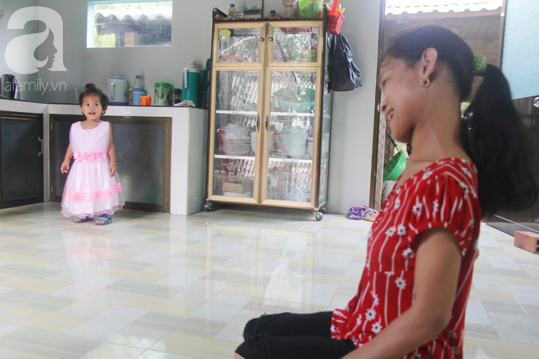 Cái Tết thứ 2 của người mẹ điên ở Trà Vinh: Hạnh phúc và tràn ngập tiếng cười khi con gái cất tiếng gọi mẹ - Ảnh 8.