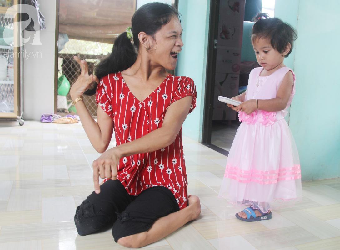 Cái Tết thứ 2 của người mẹ điên ở Trà Vinh: Hạnh phúc và tràn ngập tiếng cười khi con gái cất tiếng gọi mẹ - Ảnh 11.