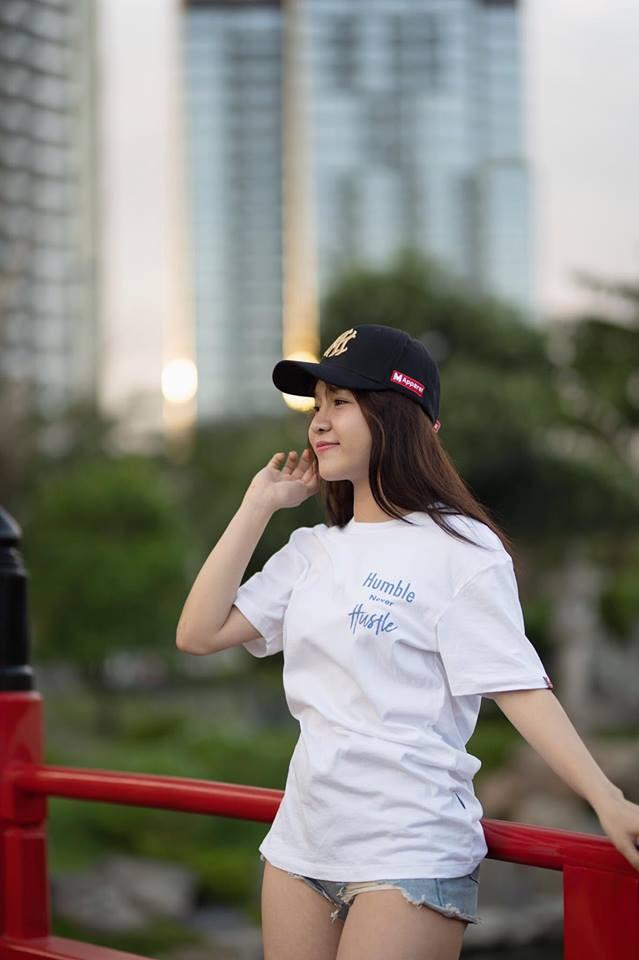 Huấn luyện viên hot girl Sài Gòn bật mí mẹo giữ dáng, chẳng sợ tăng cân trong năm mới - Ảnh 1.