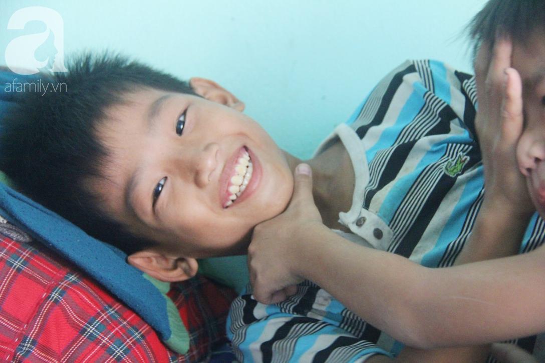 Nụ cười hạnh phúc của 11 đứa trẻ bị bố mẹ bỏ rơi: Tụi con có nhà mới và được đi học tiếp - Ảnh 11.